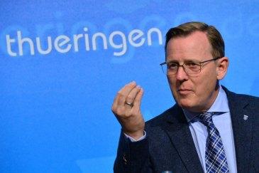 """ARCHIV - Thüringens Ministerpräsident Bodo Ramelow (Die Linke) spricht am 15.09.2015 in Erfurt (Thüringen) während einer Pressekonferenz in der Staatskanzlei. Foto: Martin Schutt/dpa (zu lth zumThema """"Landeshaushalt"""" vom 16.09.2015) +++(c) dpa - Bildfunk+++"""